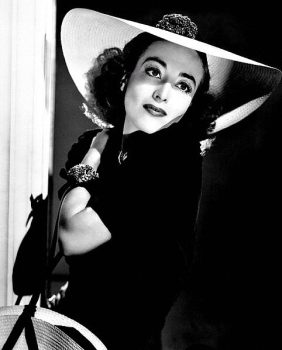 Joan Crawford (Wikipedia Commons / MGM Studios)
