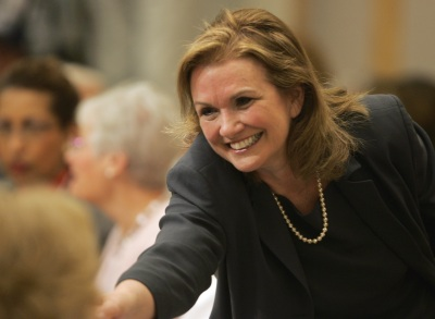 Elizabeth Edwards greets members after arriving for a speech at the City Club in Cleveland, Monday, March 26, 2007. Edwards, the wife of Democratic presidential hopeful John Edwards, spoke about her battle with cancer. (AP Photo/Mark Duncan)