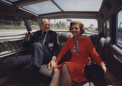 President and Mrs. Ford holding hands while riding in the president's limousine on a Chicago, Illinois, freeway (Wikimedia Commons/David Hume Kennerly)