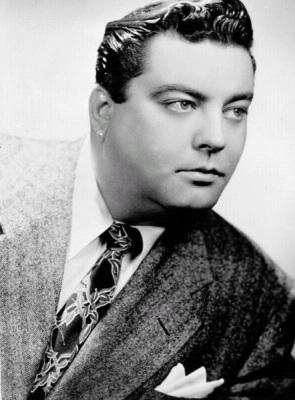 Early publicity photo of a young Jackie Gleason (Wikimedia Commons/General Amusement Corporation/James Koll, photographer)