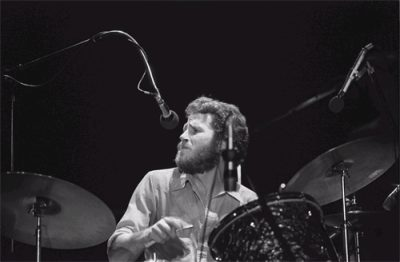Levon Helm performs with The Band (Wikimedia Commons/ David Gans)
