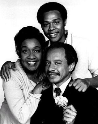 Sherman Hemsley and his TV family, Isabel Sanford and Mike Evans (Wikimedia Commons/CBS Television Network)