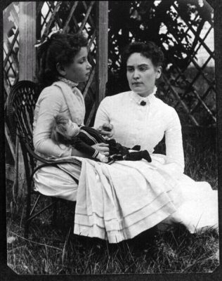 Helen Keller with Anne Sullivan, 1888 (Wikimedia Commons/New England Historic Genealogical Society)