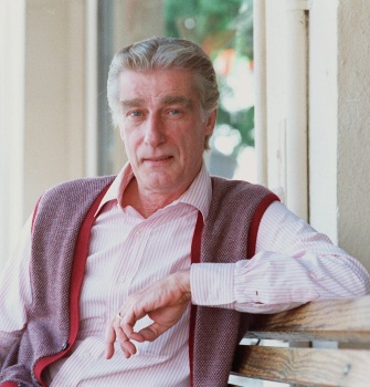 Actor Richard Mulligan is shown in this 1986 photo. Mulligan, who won Emmys for his portrayals of dads in the sitcoms