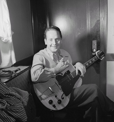 Les Paul, ca. January 1947 (Wikimedia Commons/William P. Gottlieb)