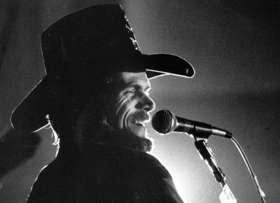 Country singer Johnny Paycheck is shown performing at the Missouri State Penitentiary in Jefferson City, Mo., on Dec. 14, 1981. (AP Photo)