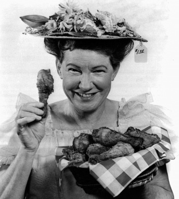 Minnie Pearl, whose hayseed humor, shrill greeting ``howdyyyyy'' and flowered hat with dangling price tag made her the first country comedienne known worldwide, died Monday, March 4, 1996. She was 83 . Pearl is shown in this 1968 photo. Pearl, whose real name was Sarah Ophelia Cannon, had been a Grand Ole Opry star since 1940 and spent 20 years on TV's ``Hee Haw'' series. (AP Photo)