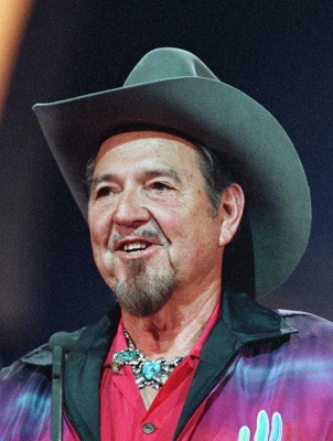 Country music singer Hank Thompson is shown at the Country Music Association (CMA) awards in Nashville, Tenn., in this Oct. 9, 1989, file photo. Thompson, who had 29 hits reach the top 10 between 1948 and 1974, has died of lung cancer just days after canceling his tour, his spokesman said Wednesday, Nov. 7, 2007. Thompson, 82, died late Tuesday at his home in the Fort Worth suburb of Keller, said Tracy Pitcox, who also is president of Heart of Texas Records. (AP Photo/Mark Humphrey, file)