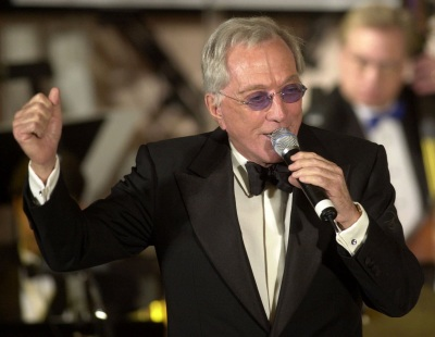 Singer Andy Williams performs at the 93rd birthday and 88th year in show business gala salute to Milton Berle Sunday, July 22, 2001, in Beverly Hills, Calif. (AP Photo/John Hayes)