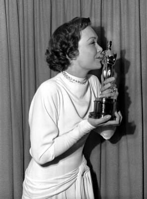 Jane Wyman kisses her Oscar awarded her in Hollywood for her Best Actress role in
