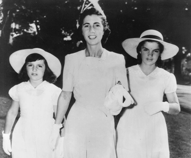 Jacqueline Bouvier with her sister Lee and mother Janet in 1941