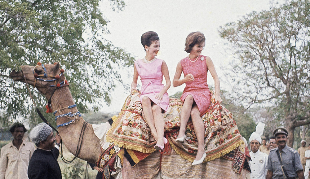 Jackie Kennedy with sister Lee Radziwill in Pakistan